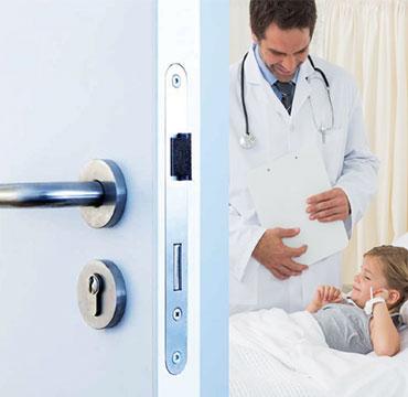 医疗系统用门